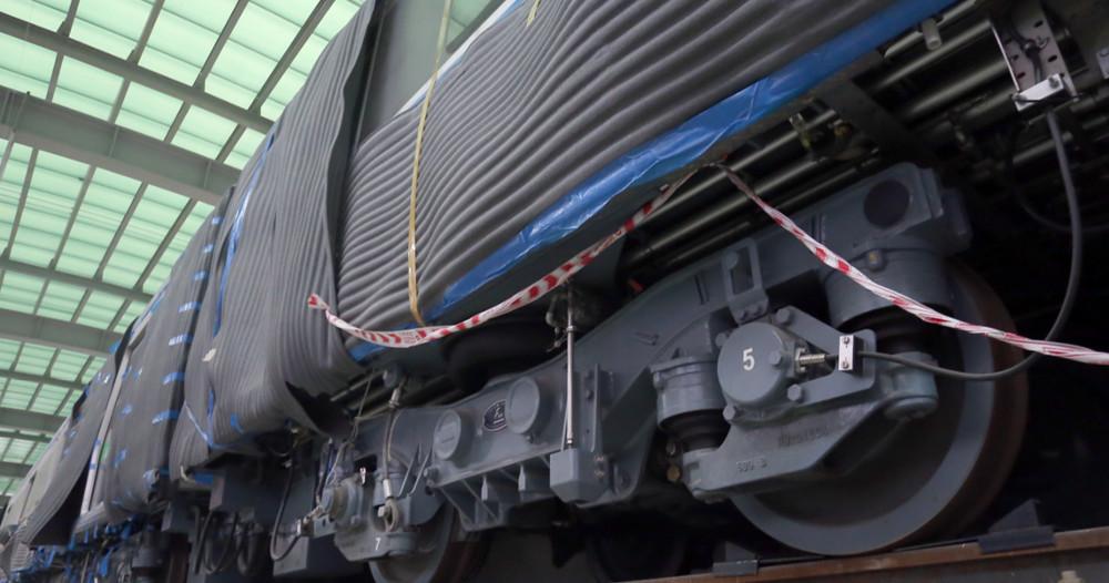 Phần máy, bánh tàu được thiết kế bằng thép nhập khẩu từ Đức.