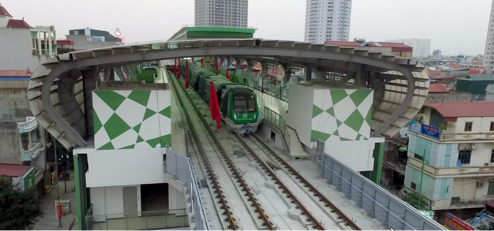 Dự án đường sắt Cát Linh - Hà Đông được khởi công năm 2011 gồm 13km đường sắt đi trên cao