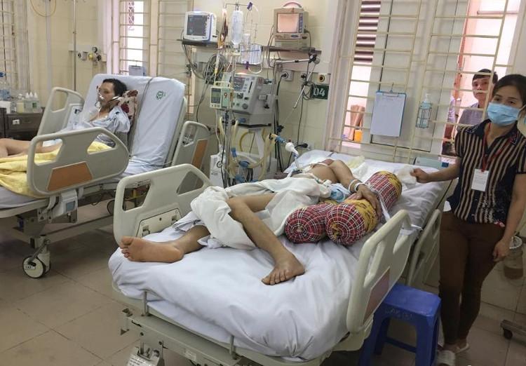 Bệnh nhân cấp cứu nằm điều trị tại Bệnh viện Bạch Mai.