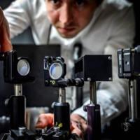 Camera nhanh nhất thế giới có thể chụp 5 nghìn tỷ khung hình mỗi giây