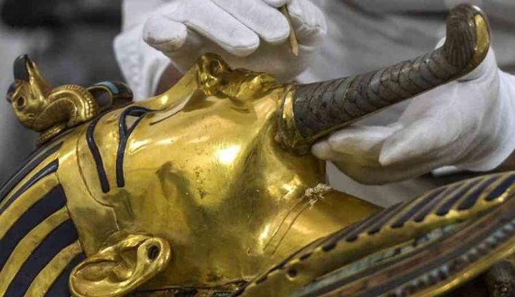 Mặt nạ vàng của Pharaoha Tutakhamun.