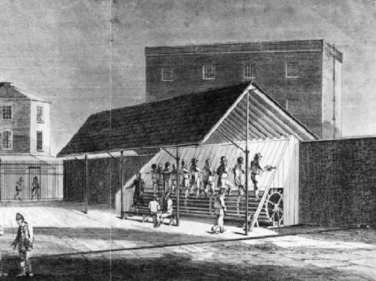 Máy chạy bộ thời đó là nỗi kinh hoàng với tù nhân thời đó bởi chỉ cần sơ sảy chút thôi là có thể bị thương nặng.
