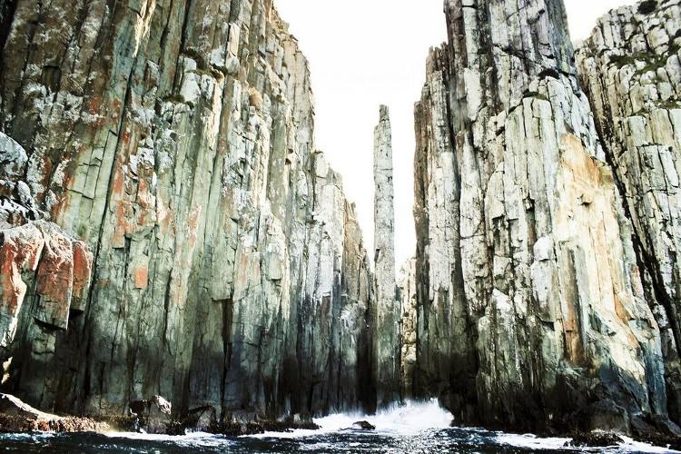 Các cột địa chất đolerit có đường kính từ vài cm tới vài mét.