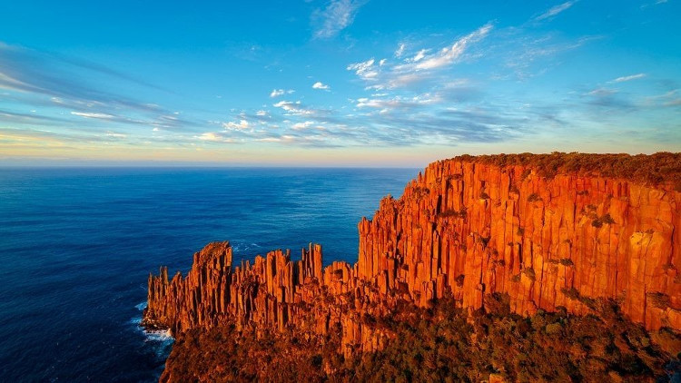 Những cột đolerit ở Tasmania dường như được hình thành từ kỷ jura, cách đây khoảng 185 triệu năm.