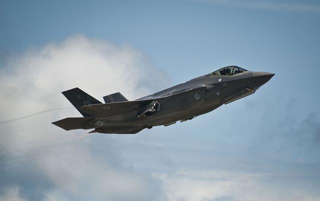 Trong quá trình thử nghiệm, hệ thống Talon HATE gắn trên hai máy bay chiến đấu F-15C.