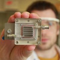 Thiết bị lọc không khí và tạo năng lượng từ không khí ô nhiễm