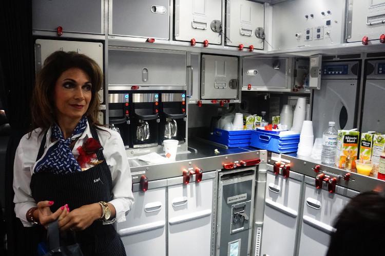 Khoang bếp là nơi dành riêng cho tiếp viên.