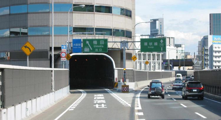 """...là một đường cao tốc """"phi xuyên qua""""!"""