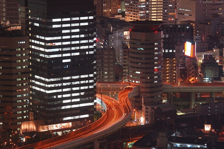 Cảnh tòa nhà về đêm