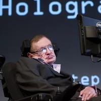 """Stephen Hawking bị tố """"hoang đường"""" vì khuyên loài người rời Trái Đất"""