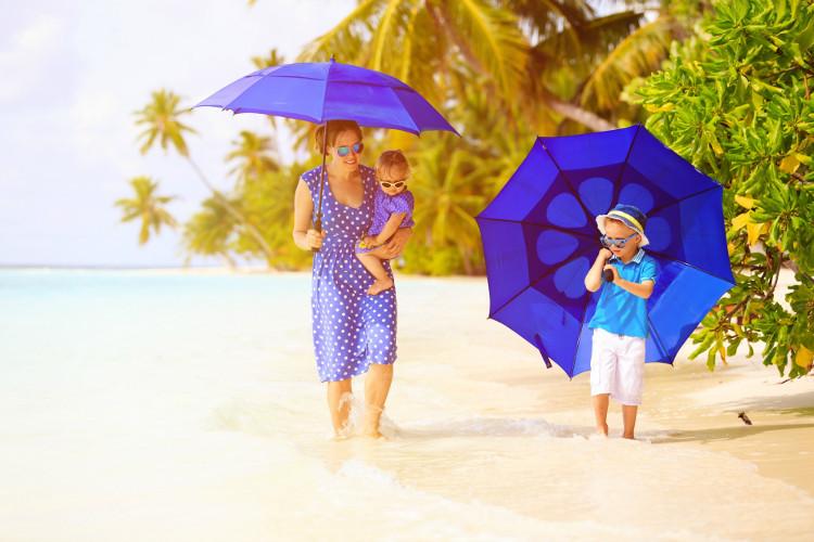 Ô không có tác dụng che chắn tia UV có hại phản chiếu từ cát hoặc bọt biển.