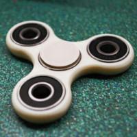 Cách chơi fidget spinner, thú vui xả stress đang khiến dân tình điên đảo