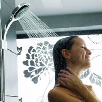 Tắm vào buổi tối hay sáng thì sẽ tốt hơn?
