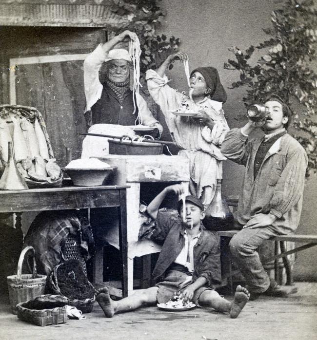 Những người ăn mỳ Ý, ảnh chụp bởi Giorgio Sommer năm 1873.