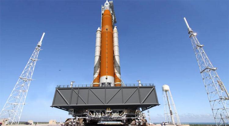 Tàu con thoi chuyên dụng thám hiểm không gian Orion.