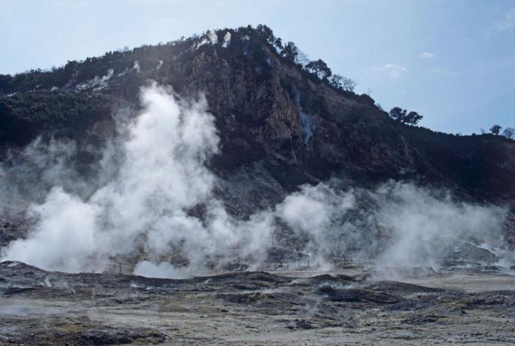 Siêu núi lửa được hình thành khi một ngọn núi lửa bình thường phun ra quá nhiều dung nham, khiến nó tự sụp đổ.