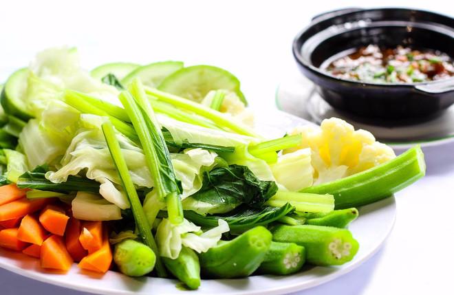 Ăn quá ít chất, ăn chay lại khiến cơ thể mất cân bằng, suy nhược.