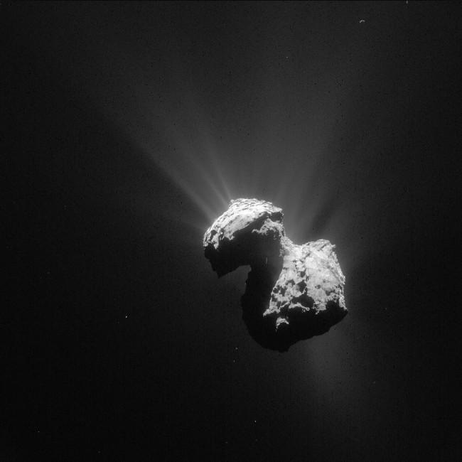 Hình ảnh toàn cảnh sao chổi 67P/Churyumov-Gerasimenko được chụp bởi tàu Rosetta.