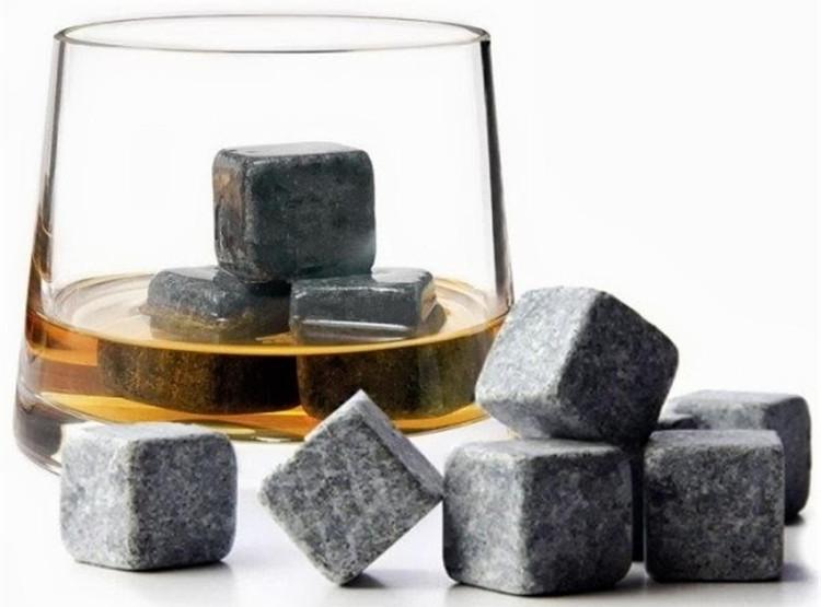 Loại đá này còn được gọi là Whisky Stones hoặc Scotch Rochs.