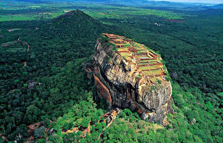 Thành cổ Sigirya nhìn từ trên cao.