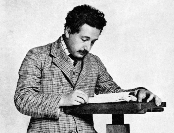 Einstein rất đào hoa, được thừa nhận công bằng xã hội và có một gia đình nhỏ cùng các con.