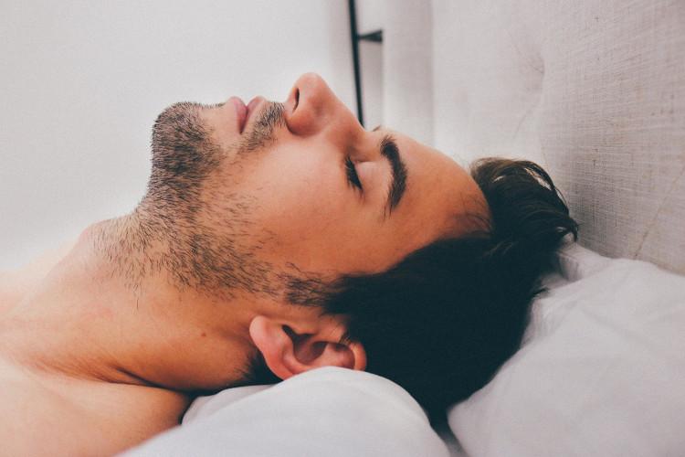 Ngủ quá ít hay quá nhiều đều làm tăng nguy cơ vô sinh ở đàn ông.