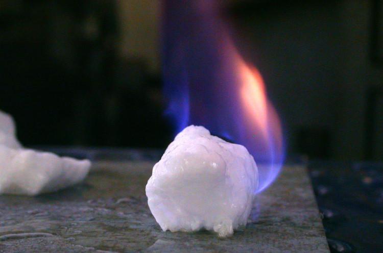 Nhiều quốc gia đang ráo riết đi tìm công nghệ để khai thác băng cháy.