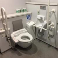 Ở Nhật Bản, giám đốc cũng phải đi cọ toilet! Lý do là...