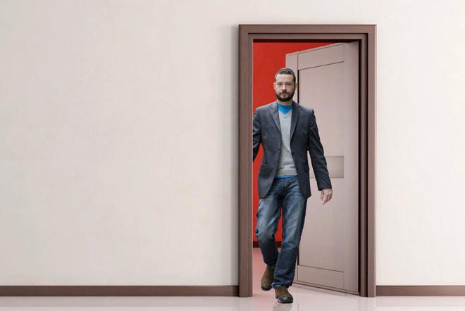 Khi đi qua cánh cửa phòng thay đồ người ta sẽ quên hết mọi thứ mình cần làm.