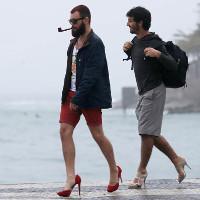 Tại sao đàn ông không còn mang giày cao gót?
