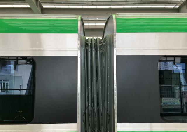 Hệ thống kết nối đàn hồi mềm giữa các toa tàu.