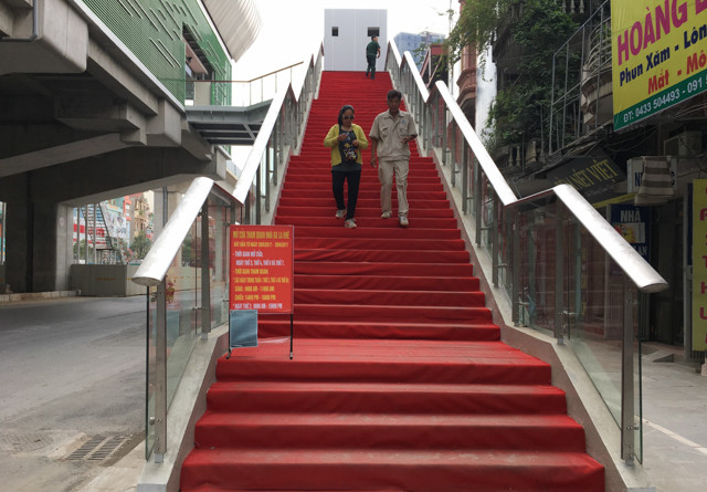 """Với người trẻ khỏe thì không vấn đề gì, tuy nhiên với người cao tuổi thì cầu thang này là cả một """"thử thách""""."""