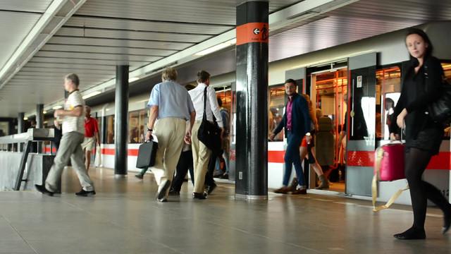 Hành khách dùng vé 1 lượt, máy sẽ giữ lại vé khi kết thúc hành trình.