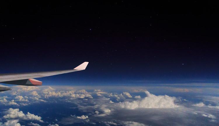 Máy bay thường bay ở tầng bình lưu.