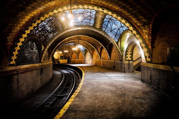 Nếu muốn ghé thăm ga tàu này, bạn hãy đi đến cuối hành trình của đoàn tàu số 6.