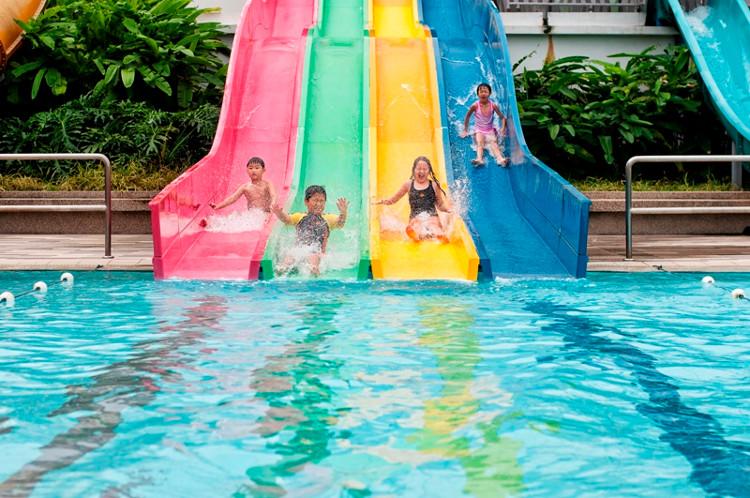 Không nên tiểu tiện trong bể bơi và cũng không nên nghĩ các sông hồ hoặc đại dương an toàn hơn.