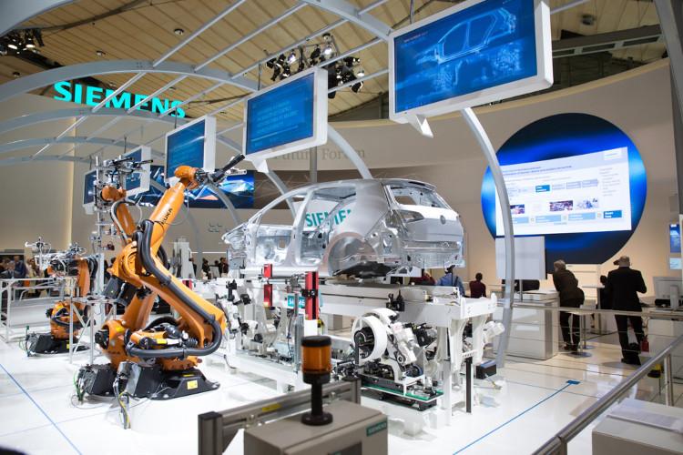 Máy móc thay thế lao động chân tay sẽ đẩy hàng triệu công nhân vào tình trạng thất nghiệp.