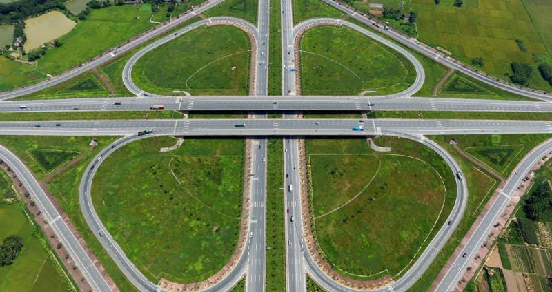 Rẽ phải các phương tiện sẽ về phía cầu Đông Trù, xã Đông Hội, huyện Đông Anh,