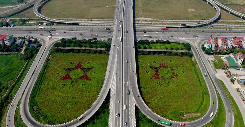 Để hoàn thiện nút giao này, các nhà thầu đã mở rộng quốc lộ 5 qua đây rộng 60m