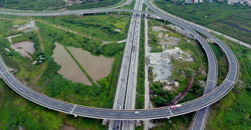 Từ đây, các phương tiện có thể lựa chọn lối đi cao tốc Hà Nội - Hải Phòng, quốc lộ 5 hoặc quốc lộ 1
