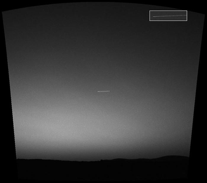 Vật thể bay không xác định xuất hiện trên bầu trời Sao Hỏa.
