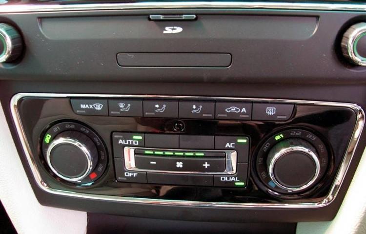 Khi mới bước lên xe từ ngoài trời nắng nóng nên điều chỉnh nhiệt độ giảm dần và hoạt động từ từ.