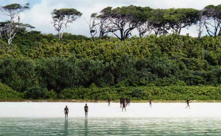 Dân đảo không chào đón bất kỳ ai.