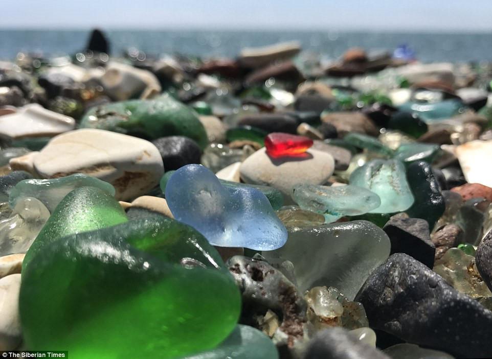 Bãi biển Glass dần trở thành một trong những điểm thu hút khách du lịch chính của cảng Vladivostok.