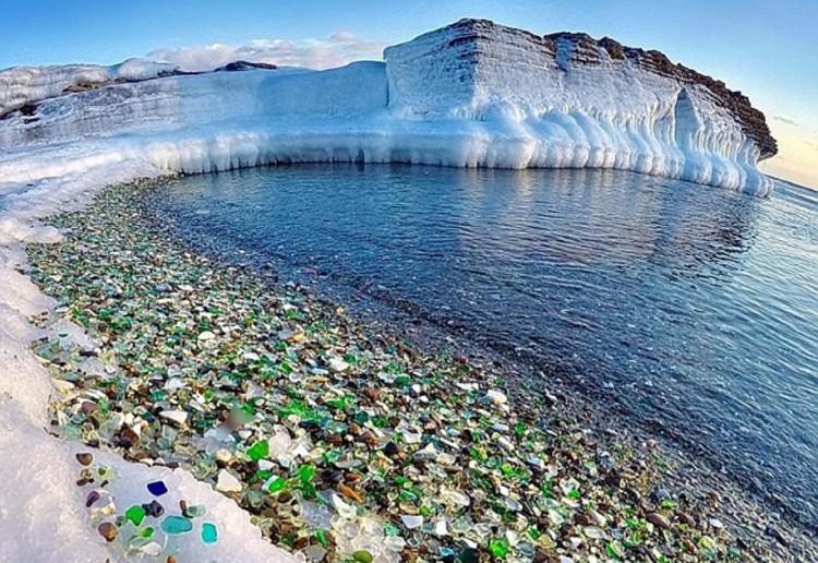 Bãi biển Glass nằm ở vịnh Ussuri, gần thành phố Vladivostok, Nga
