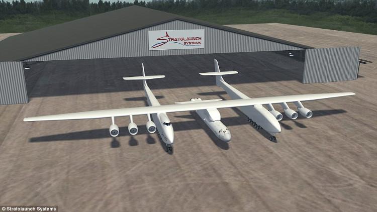 Máy bay với sải cánh dài hơn 117m, chiều cao 15m.