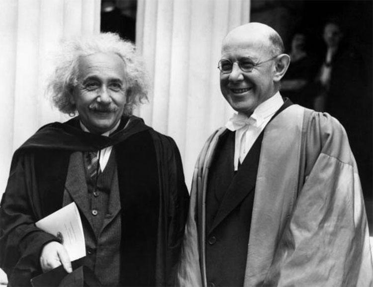 """Albert Einstein và Nathan Rosen đều là những người """"đức cao trọng vọng""""."""