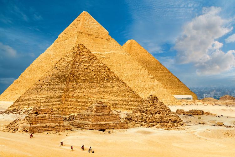 Đại Kim tự tháp Giza là kim tự tháp đầu tiên của Ai Cập.