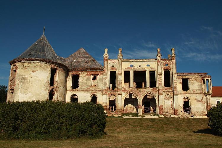 """Lâu đài Banffy ở Bontida, Romania, một điểm đến ưa thích của các """"thợ săn ma""""."""