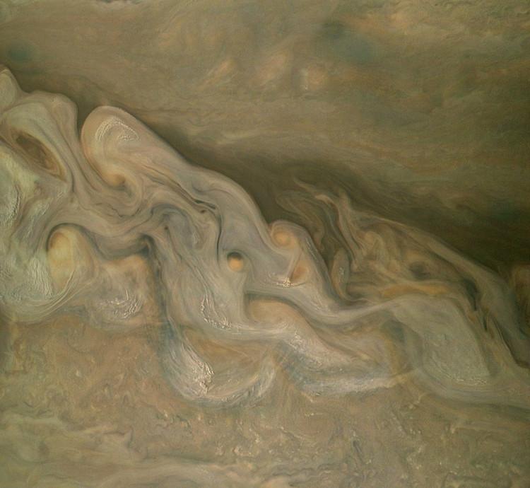 Cận cảnh những dải khí đan xoắn nhau trên khí quyển của Sao Mộc.